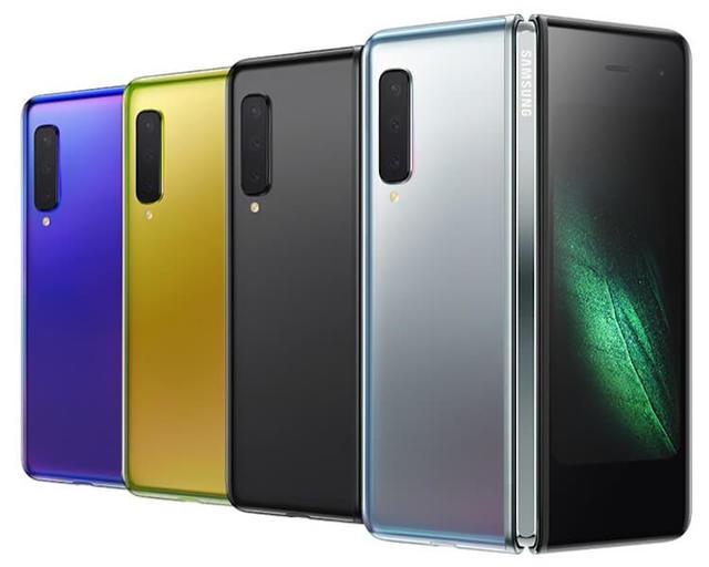 На этом видео Samsung крутит складной Galaxy Fold, как хочет