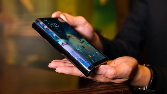 Утекшее видео показывает, каким может стать складной смартфон от Samsung