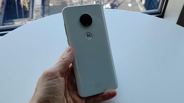 Это самый автономный смартфон в мире (2019)